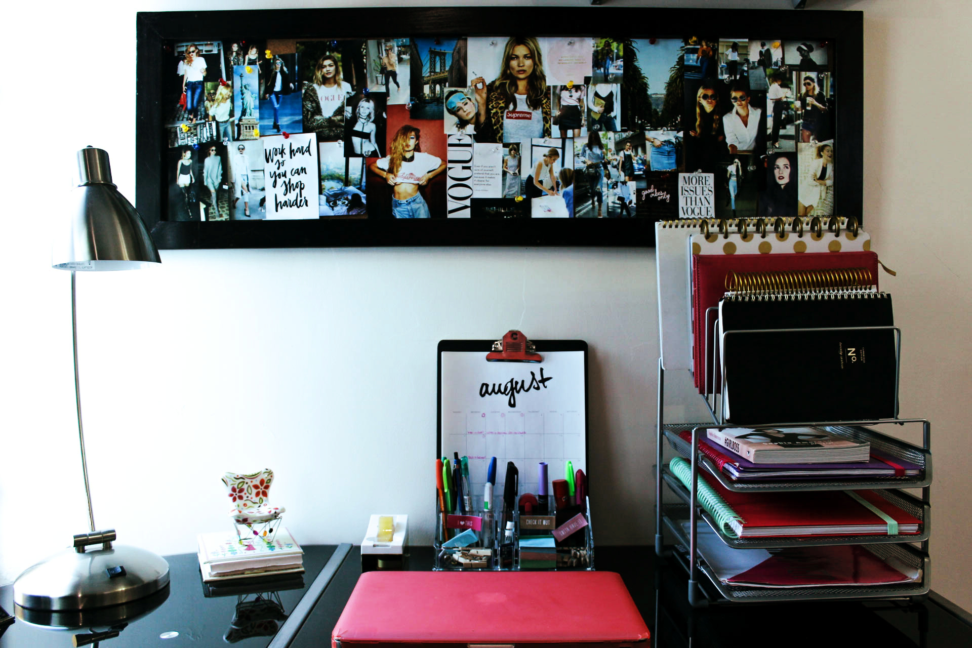 Diy decora tu oficina tablero inspiracional 8va avenida for Decora tu oficina