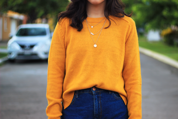 Yellow sweater is a must for the fall. We're in middle of fall and we can go any further without a cozy yellow sweater. See the whole outfit at 8vaavenida.com for fashion inspiration.